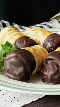 Chocolate Custard Horns ~ Recipe is part of Desserts - Recipe with video instructions Filled and dipped with chocolatey goodness, these tasty cream pastries will satisfy any sweet tooth Ingredients 1 sheet puff pastry, Egg, beaten, 2 bars Easy Desserts, Dessert Recipes, Cake Filling Recipes, Greek Desserts, Filling Food, French Desserts, Italian Desserts, Snacks Recipes, Donut Recipes