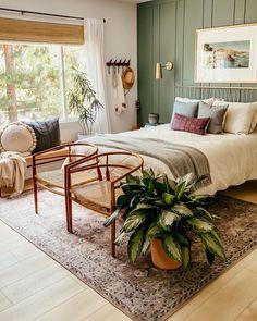 Home Bedroom, Bedroom Decor, Bedrooms, Casual Bedroom, Green Master Bedroom, Green Bedroom Design, Bedroom Wall, Bedroom Ideas, Dream Rooms
