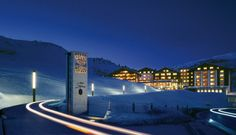 Luxury hotel Zürserhof directly at the piste. Wellness and spa luxury resort in Zürs at the Arlberg. Ski-in & ski-out at the luxury hotel in the Austrian Alps. Resorts, Butler, Wellness, Marina Bay Sands, Skiing, To Go, Fair Grounds, Vacation, Mansions