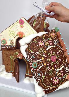Catherine Beddall - piping gingerbread