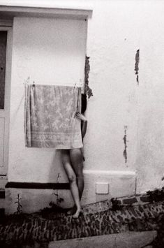 Francesca Woodman (April was an American photographer best known for her black and white pictures featuring h. Francesca Woodman, Nude Photography, Black And White Photography, Street Photography, Wildlife Photography, Wedding Photography, Ellen Von Unwerth, A Well Traveled Woman, Andre Kertesz