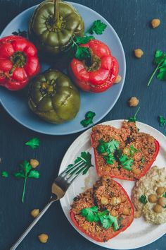 I thought it would be fun to make Middle Eastern stuffed bell peppers vegan and waaay less complicated (think about how long it would take you to core a tomato or courgette vs a bell pepper), so bell peppers it was! I love this recipe. So much. For so many reasons.This stuffed bell peppers recipe i