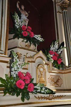 Tropical Flower Arrangements, Church Flower Arrangements, Tropical Flowers, Jesus Christ Images, Boquet, Arte Floral, Gerbera, Kirchen, Daisy