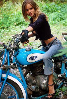 Vintage blue, vintage bike - just needs to have me on it.