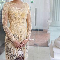 Details... #kebaya #lace #batik