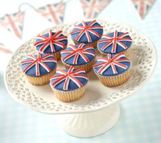 Union Jack cupcakes perfect for a tea party to celebrate the Queen's birthday British Party, British Cake, Tea Party Wedding, Wedding Cupcakes, Union Jack Cake, Olympic Idea, Queen 90th Birthday, Birthday Cake, Pbs Food