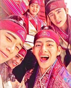 Happy Tae with the Hwarang cast Park Hae Jin, Park Seo Joon, Park Hyung Sik, Do Jihan, V Hwarang, Kpop, Best Kdrama, Song Joong, Park Bo Gum