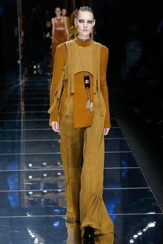 Balmain Fall 2017 Ready-to-Wear Fashion Show - Susanne Knipper (Elite) look at n 19 it teaches us what not to wear.