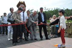 10/18 | Photo de l'inauguration de l'attraction Pirates Attack située à Fraispertuis-City (France). Plus d'information sur notre site http://www.e-coasters.com !! Tous les meilleurs Parcs d'Attractions sur un seul site web !!