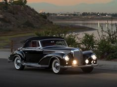 Vintage Cars Classic 1957 Mercedes-Benz 300 - Sc Cabriolet A Mercedes Benz Coupe, Mercedes Benz Autos, Old Mercedes, Mercedes Auto, Retro Cars, Vintage Cars, Antique Cars, Classic Motors, Classic Cars