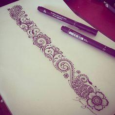 Bracelete Mehndi, estilo rendado indiano 💗💜💙 #mehnditattoo #tattoodesign #taizane