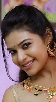 Beautiful Girl Photo, Most Beautiful Women, Indian Eyes, Indian Girls, Indian Beauty, Girl Photos, Close Up, Cute Girls, Crochet Earrings