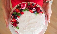 Dort s lehkým tvarohovým krémem a jahodami | Recept - Diana Ella Chocolate Frosting, Icing, Cake Decorating, Cheesecake, Bakery, Deserts, Food And Drink, Low Carb, Birthday Cake