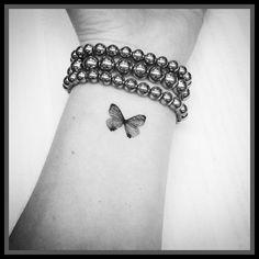 Preto Pulso Tatuagem De Borboleta