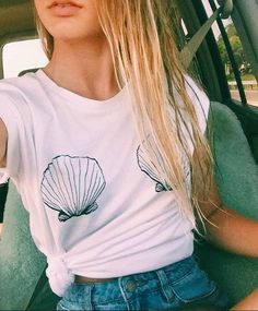 SEASHELL Beach Ocean Ladies T-shirt Women Funny t shirts fashion clothes tees Neue Outfits, Style Outfits, Summer Outfits, Foto T Shirt, Shirt Designs, Mode Inspiration, Diy Clothes, Fashion Clothes, Beach Clothes