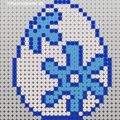 Blomstrede påskeæg i perler - @Karensperler@Karensperler Hama Beads Patterns, Beading Patterns, Fuse Beads, Perler Beads, Wedding Table Deco, Man Cave Wall Decor, Tapestry Crochet Patterns, Emblem, Beaded Cross Stitch