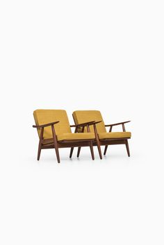 Rare pair of easy chairs model GE-270 designed by Hans Wegner and produced by Getama in Denmark