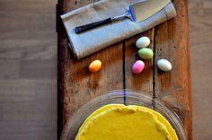 Suksesskake med pistasjbunn Eggs, Breakfast, Food, Morning Coffee, Essen, Egg, Meals, Yemek, Egg As Food