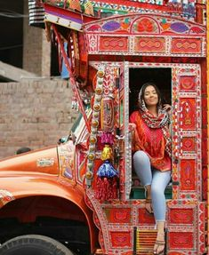 These Top 25 Most Beautiful Truck Art Are A Reason To Visit Pakistan! Truck Art Pakistan, Pakistan Art, Pakistan Travel, Beautiful Roads, Most Beautiful, Beautiful Places, Indian Women Painting, Pakistani Culture, Rain Art