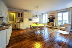Spacious, bright and comfortable rental two-bedroom flat in the 3rd district of Paris on rue de Montmorency.