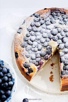 Ciasto z twarożkiem i jagodami