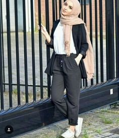 Hoodies and oversized sweaters with hijab Just Trendy Girls İslami Erkek Modası 2020 - Tesettür Modelleri ve Modası 2019 ve 2020 Modern Hijab Fashion, Street Hijab Fashion, Islamic Fashion, Muslim Fashion, Fashion Outfits, Hijab Fashion Summer, Hijab Casual, Hijab Chic, Hijab Mode Inspiration