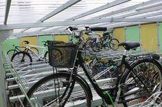 Zweden: FalcoScandic overkapping met geel/groene wanden plus etage fietsenrek FalcoLevel Eco. Bicycle, Motorcycle, Vehicles, Bike, Bicycle Kick, Trial Bike, Biking, Motorcycles, Bicycles