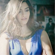 Indian Bollywood actress Sonam Kapoor poses at the Stardust Awards Bollywood Girls, Bollywood Actress Hot, Beautiful Bollywood Actress, Most Beautiful Indian Actress, Bollywood Fashion, Indian Celebrities, Bollywood Celebrities, Hot Actresses, Indian Actresses
