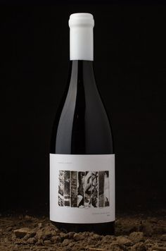 Brand Creation for Paper Street Wine Range / World Brand & Packaging Design Society Sauvignon Blanc, Cabernet Sauvignon, Chenin Blanc, Wine Label Design, Bottle Design, E Commerce, Etiquette Champagne, Craft Beer Labels, Pinot Noir Wine