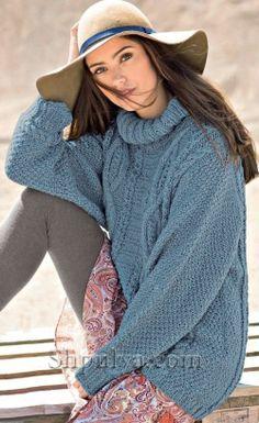 Голубой пуловер с узорами из кос