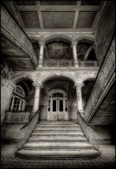 Abandoned Southern Mansion.