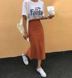 Beautiful outfits with midi skirts that will make your jeans break - Damenbekleidung - Jupe Look Fashion, Korean Fashion, Fashion Models, Fashion Outfits, 70s Fashion, Modest Fashion, Womens Fashion, Modest Clothing, Woman Outfits