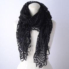 【OVIDIA】黒いシルクのリボンと糸を編んで作った、繊細な作りの手の込んだストールです。  ナスカの地上絵のような、大人クールな印象のデザイン。