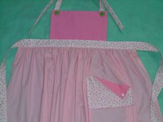 Avental infantil rosa poá, cor de rosa e estampa de flores rosa. Children apron.