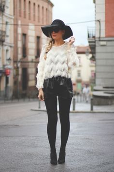 Black and White, Mentirosas, My Showroom, Priscila Betancort, soteo, buylevard, giveaway, leather shorts, winter look,