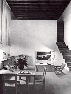 Vista de la biblioteca, Casa Barragán, calle General F Ramírez, Tacubaya, México DF 1948   Arq. Luis Barragán   Foto. Alexandre Georges -  View of the library, Casa Barraga, calle Gen. F. Ramirez, Tacubaya, Mexico City 1948
