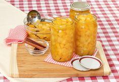 Süß-Saurer Kürbis ist eingelegt lange haltbar und passt als Beilage hervorragend zu verschiedenen Gerichten. Cantaloupe, Fruit, Food, Pickling, Grandma's Recipes, Chef Recipes, Homemade, Essen, Meals