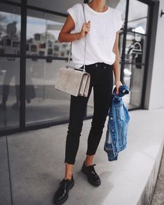 That perfect white tee 🕶✔️// style with black skinnies and Docks / full look 💥 Komplette Outfits, Casual Outfits, Fashion Outfits, Womens Fashion, Fashion 2018, Fashion Ideas, Fashion Inspiration, Nyc Street Style, Look Fashion