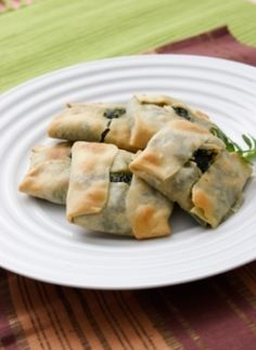 Recipe for Tetragona spanakopitakia (Mini spinach square pies) from www.cookingwithmarialoi.com