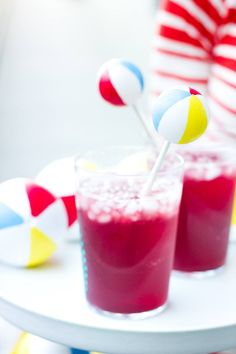 Use Martha Stewart Craft Paint to turn ping pong balls into beach ball drink stirrers and food picks Summer Pool Party, Summer Diy, Beach Party, Pool Parties, Smoothie, Drink Stirrers, Martha Stewart Crafts, Food Picks, Cocktails