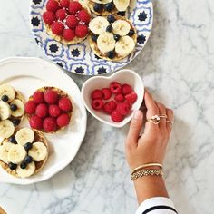 Mimi Ikonn | Organic non-GMO corn crips ( you can use rice crisps instead) , spread almond butter on them and top with your fave berries or sliced bananas! It's amazing and so delicious. Try it and tag me in your pics