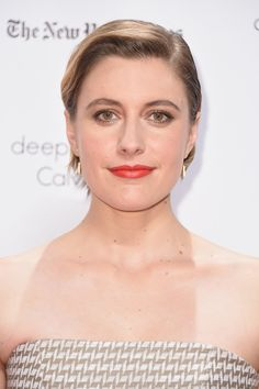 Greta Gerwig Short Side Part - Greta Gerwig opted for a neat side-parted style when she attended the Gotham Independent Film Awards.