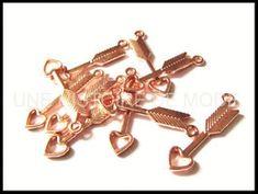 Breloques coeurs - UNE HISTOIRE DE MODE Cufflinks, Hair Accessories, Charms, Diy, Cupid, Copper, Creative Crafts, Fashion Styles, Bricolage