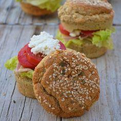PAN DE PLÁTANO 🍔 #SINHARINAS #SINGLUTEN #SINLACTOSA #SINCASEINA 😍❤️ HECHO EN LICUADORA y super salvavidas. La gloria 😍🙌 #SINCULPAS, bajos en grasas, una receta clásica muy sana, con pocos ingredientes accesibles y #ECONOMICA de verdad. Solo 2 ingredientes principales 😜Apto para #celiacos #diabeticos y dietas especiales puedes incluso hacer tu pan de molde con esta mezcla 🙌🏻#LaCocinadeCarlayMafer ___________________________________ INGREDIENTES (...