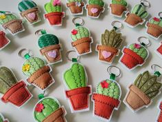 Felt Crafts Patterns, Felt Crafts Diy, Felt Diy, Craft Gifts, Sewing Crafts, Kawaii Felt, Felt Hair Accessories, Felt Bunting, Felt Christmas Ornaments