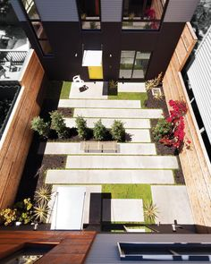 The #Steelhouse 1 & 2 in #SanFrancisco are unique in that they share a single lot. Tag your best friend with whom you would want to share a backyard!  Design by #ZackdeVito Architecture + Construction \\\ Photo by @dyerphoto