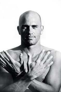 Kelly Slater - Bald men are so sexy! Kelly Slater, Bald Man, Le Male, Mein Style, Shaved Head, Black And White Portraits, Male Form, Good Looking Men, Gorgeous Men