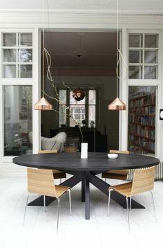 Ovale tafel bij particulieren in Haarlem Westerhoutpark    Greenwich Village