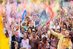 "Monsoon Holi Madrid 2015: ""Miles de personas se bañaron en el agua de colores de Lavapiés"""