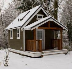 Одноэтажный дачный дом с чердаком и мансардой